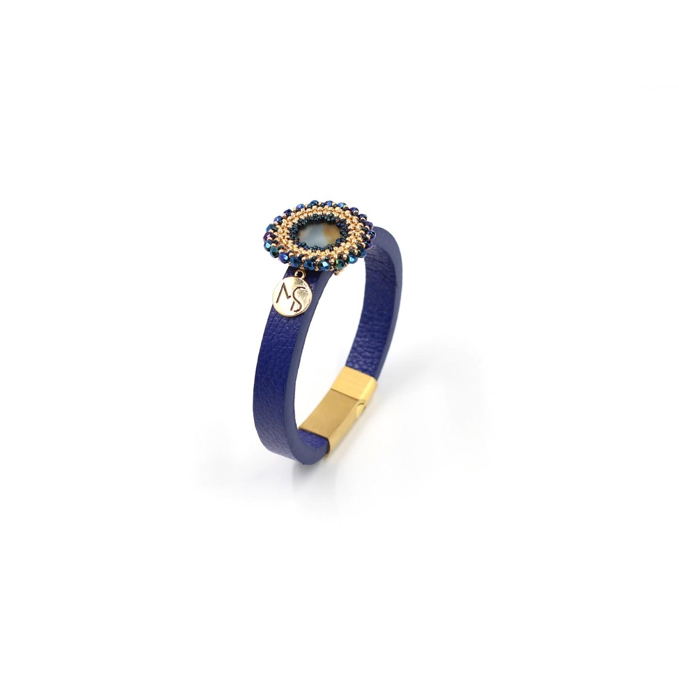 Lederarmband blau mit eingefasstem Cabochon